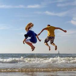 Plezier langs het strand in Scheveningen