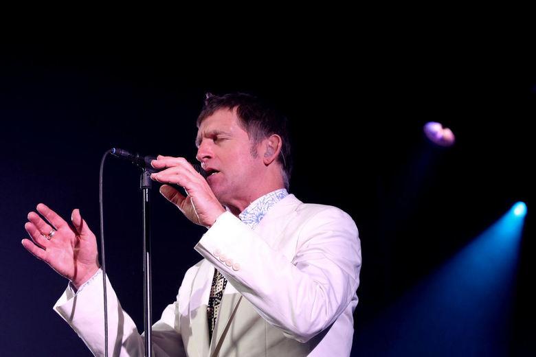 De Dijk - Hier een opname gemaakt in Katwijk tijdens het concert van de Dijk deze maand.<br /> Hier zanger Huub van der Lubbe in actie.
