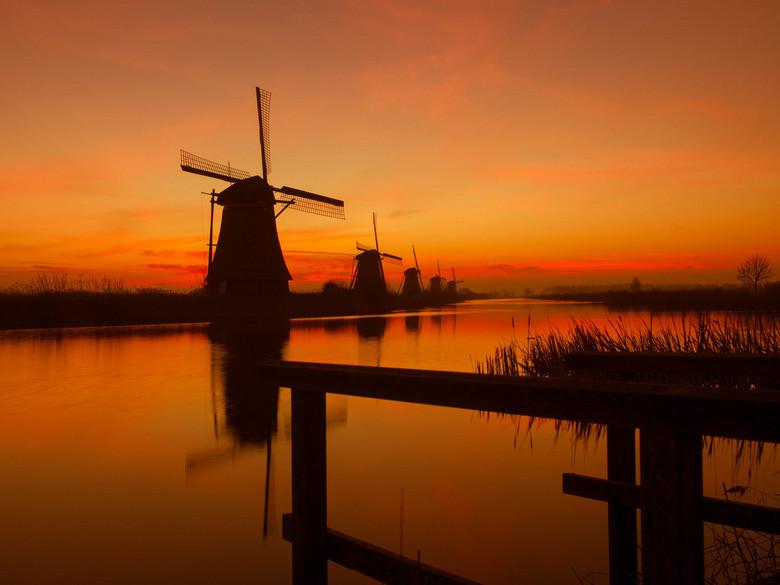 Kinderdijkse molens - Kinderdijkse molens bij zonsopgang