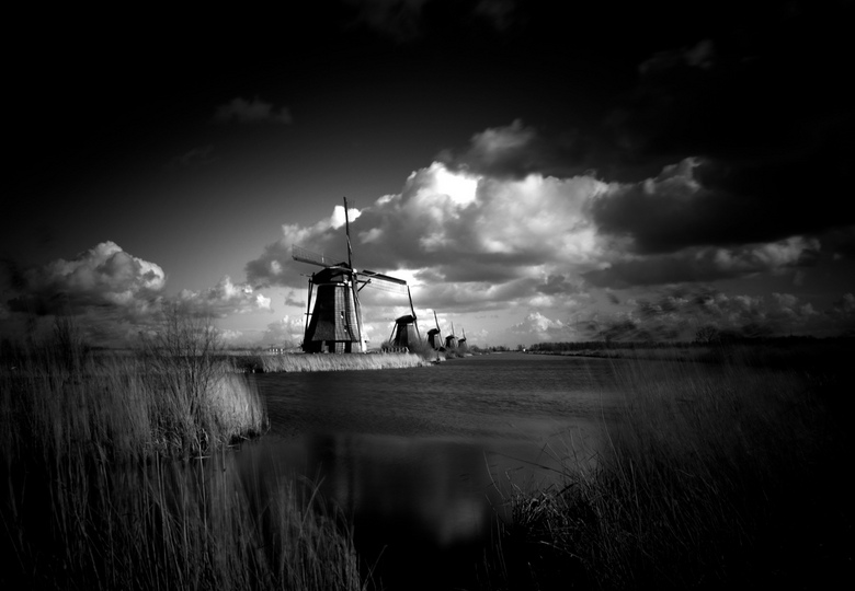 Kinderdijk - Black and White - Kinderdijk - zwart wit versie<br /> <br /> Kinderdijk is een dorp in Zuid-Holland, gelegen in de Alblasserwaard. Het