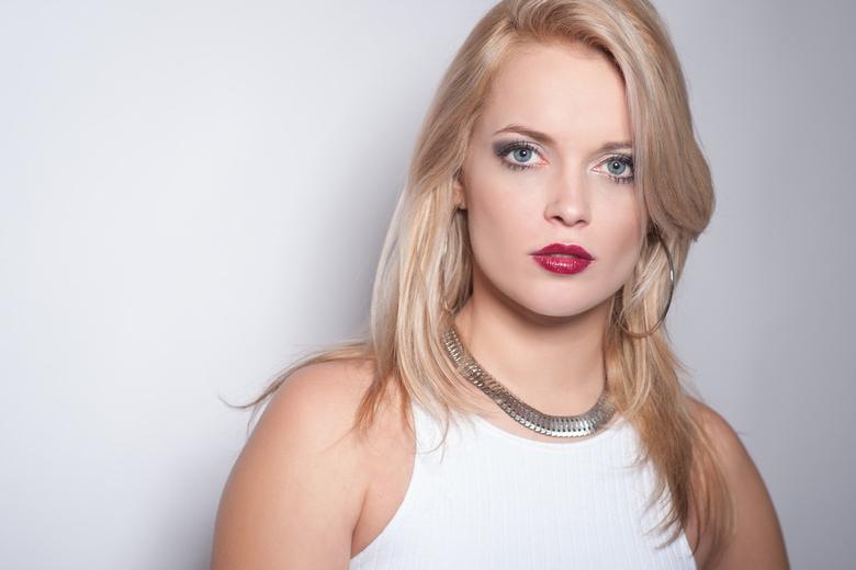 Nicole  - model : Nicole<br /> mua : Janneke Schaap