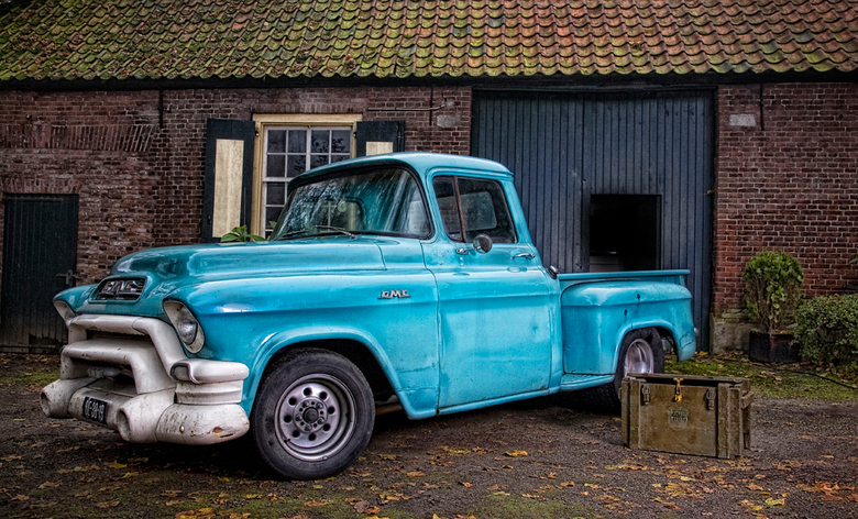 LIKE OLD TIMES - opname  oude gmc truck bij dito lokatie