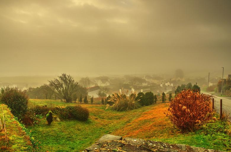 Welsh village in the mist._01 - Ik had maar weer eens mijn ouwe trouwe Nikon 18-200mm bij me en gelukkig maar.Het blijft een heerlijk lensje.Mijn cond