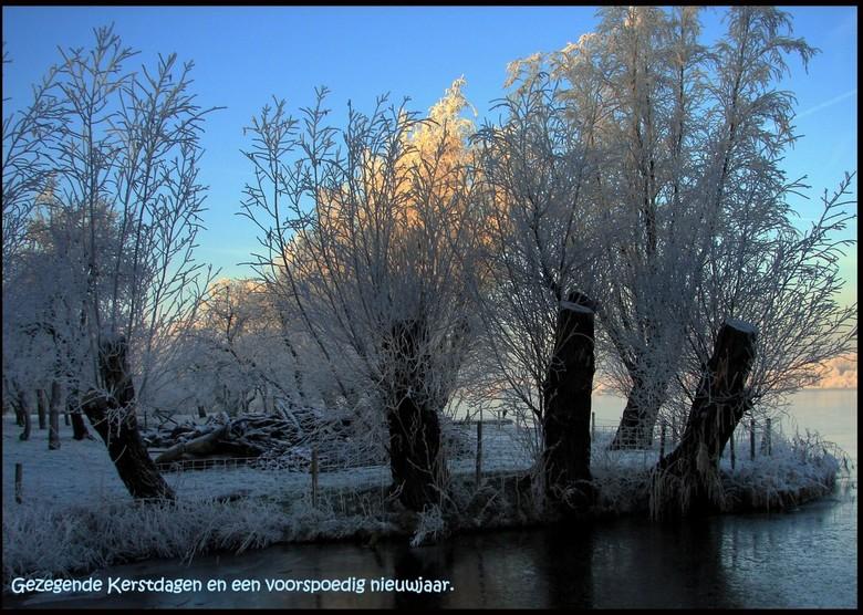 Binnenmaas met Kerstsneeuw - Wens jullie een blij en gezegend kerstfeest en een voorspoedig 2010.<br />