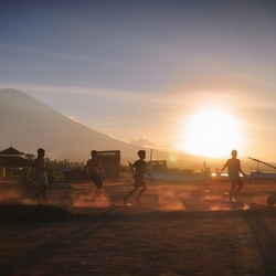 Voetballen bij de vulkaan