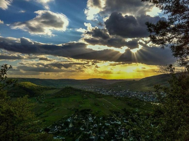 Uitzicht op Kröv - Foto is gemaakt met iPhone 4S. Bewerkt met Lightroom mobile.