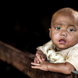 bedeesde jongen uit Birma
