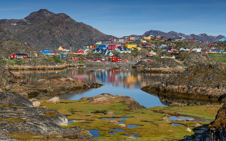 """Colorful Greenland - Naast ijs en walvissen is het ook groen in Groenland. <img  src=""""/images/smileys/wilt.png""""/><br /> Er wonen ongeveer 55000 mense"""