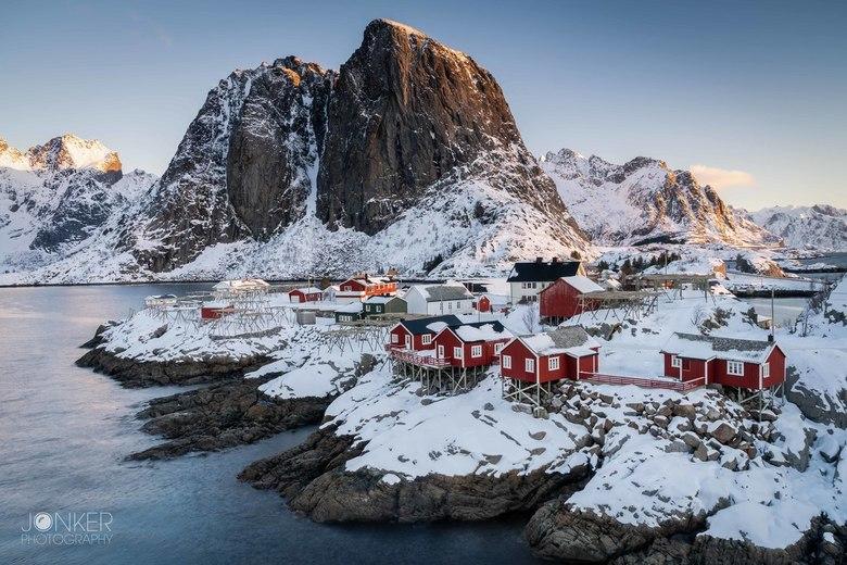 Classic Lofoten - Het winters landschap gevangen tijdens een mooie zonsopkomst in de Lofoten