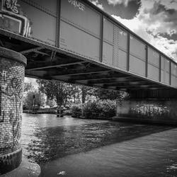 Een brug te ver....