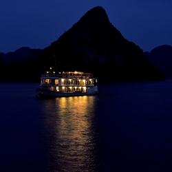 Halong bay bij nacht.