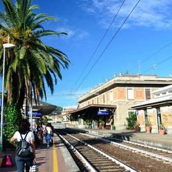 Het treinstation in Alassio (Italie)