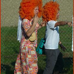 2 Oranje Pruiken(voor Yvon)