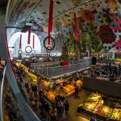 De Markthal in kerstoutfit.jpg