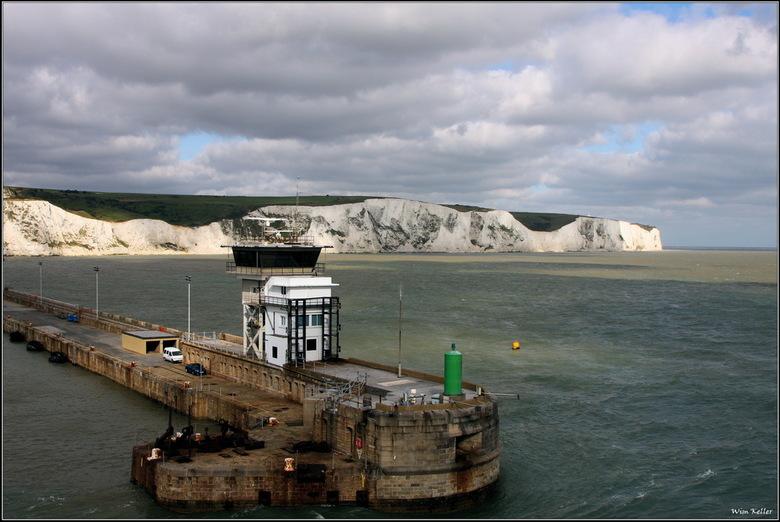 Krijtrotsen - Het afgelopen weekeind naar Engeland geweest, met de boot.<br /> hier de krijtrotsen van Dover, en de haveningang.
