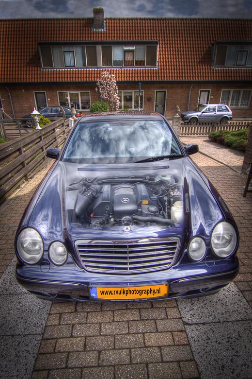 Mercedes in HDR 2 - gEMAAKT VAN 6 FOTO`S DAARNA BEWERKT IN COREL