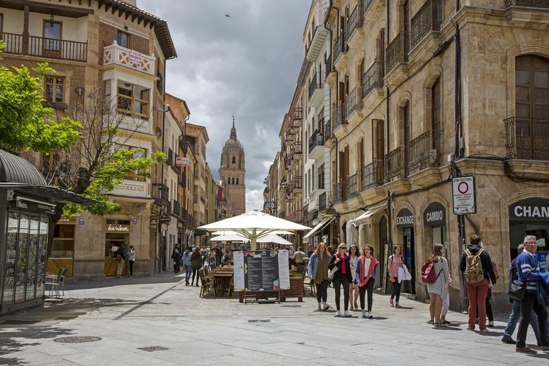 Spanje 123 - Straatbeeld Salamanca.