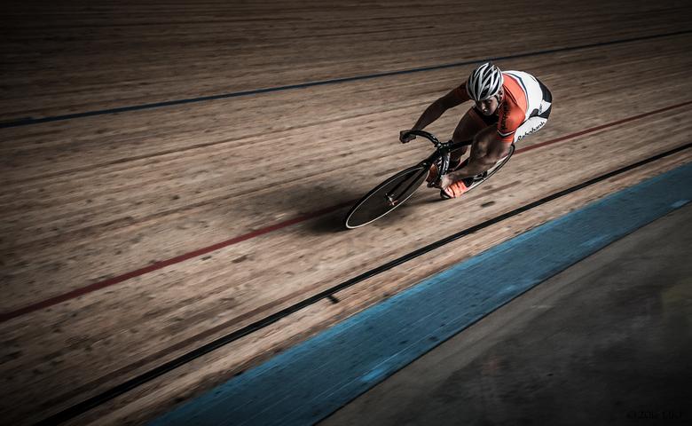 Baanwielrenner in volle sprint - Baanrenner