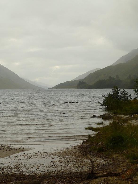 P1090088.jpegWijdsheid - Omdat het een dag was met toch wel regen, worden alle landschaps opname met een mistige achtergron.  De bergen verdwijnen haa