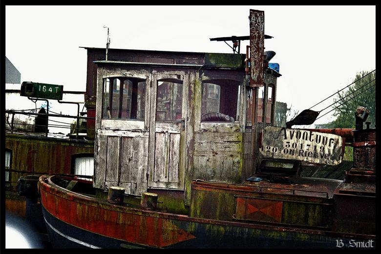 Oud bootje - Mijn eerste foto gemaakt met mijn Canon EOS 400D