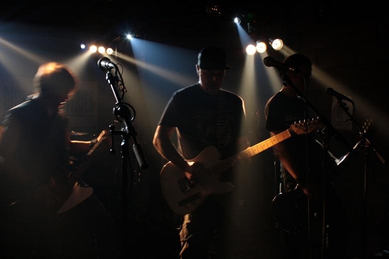 Dickson Batteries @ Negasonic - Spelen met binnenlicht tijdens een optreden. Graag jullie opmerkingen