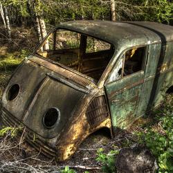 Verlaten auto in bos.jpg