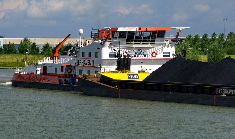 Amsterdam Rijnkanaak en omgeving 463. - Het schip vaart zo de Prins Bernhardsluis  in om daarna de rivier de waal op te varen.<br /> Ook effies groot