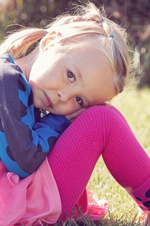 eva 1 - prachtig portret in het mooie lente weer. ik fotografeer veel kinderen en ben hobbyfotograaf. Ook heb ik een eigen website www.puurfotografiem