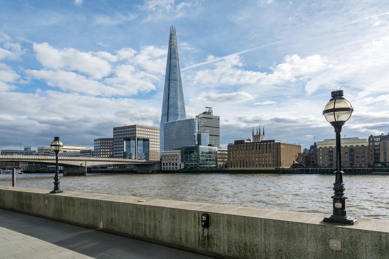 London - big city - Lopend langs de Theems heb je een prachtig zicht op deze fraaie stad. Op de foto torent de Shard met zijn 309.6m boven de andere g