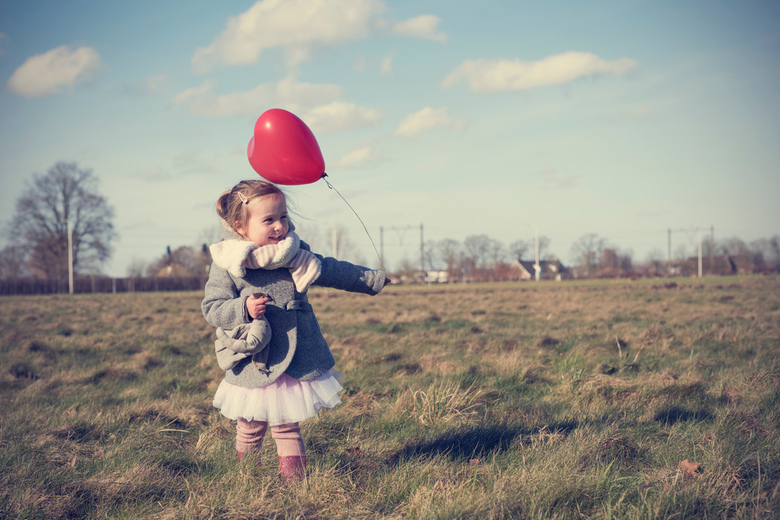 happy Valentinesday! - Voor vele klanten leuke foto's gemaakt voor valentijnsdag, alleen niet van mijn eigen kindjes. Dit is mijn dochter, die mo