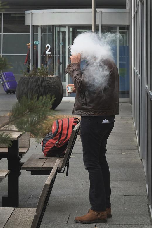 Smoke cover - Heerlijk die E-smokers in de straat!