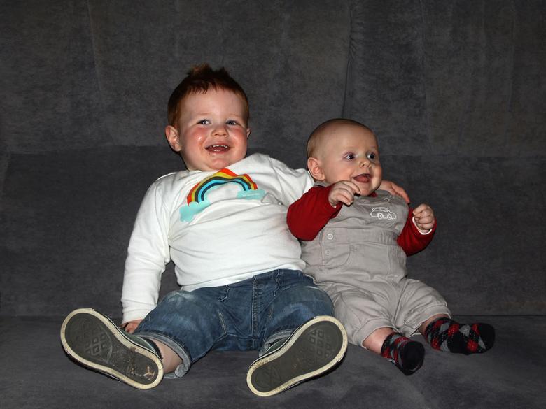Broertjes - Een tijdje geleden, eind januari mocht ik een wondermooie vertederende foto maken en op deze site plaatsen, van een moeder met kind. Ellen