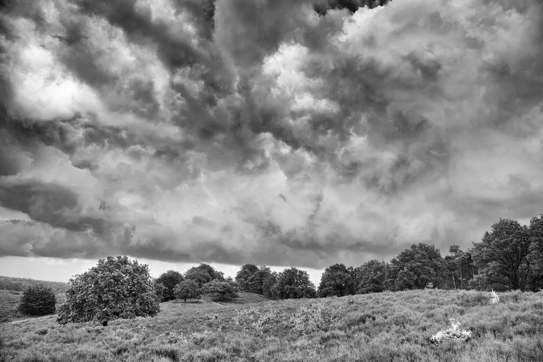 Wolken boven Herikhuizerveld - Wolken boven het Herikhuizerveld