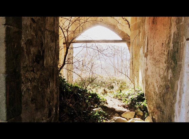 Ruïne - Een oud kasteel in Frankrijk. Spelen met het mooie licht.
