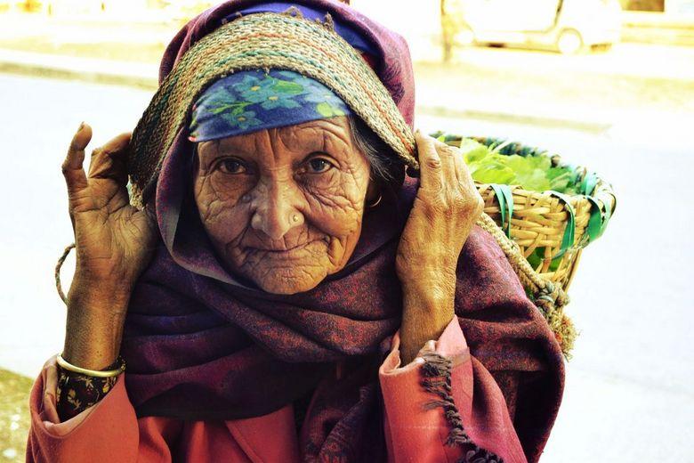 Beautyfull old woman - Onderweg gemaakt in mijn mooie reis, door Nepal...