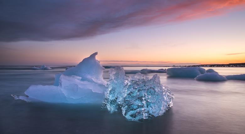 Jokulsarlon - Aanspoelend ijs op het strand nabij de Jokulsarlon gletsjer in IJsland.