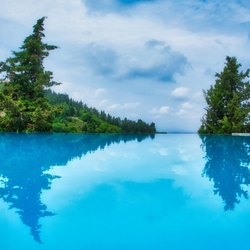 zwembad weerspiegeling