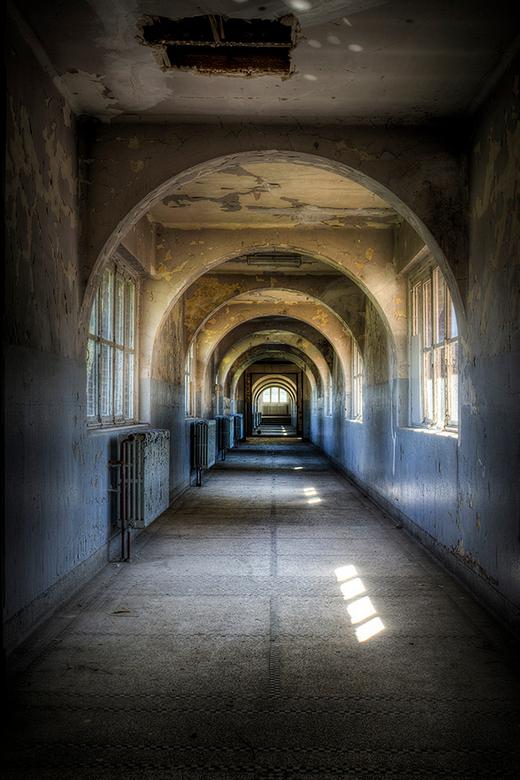 Ecole Labyrinthe - Hallway of an abandoned school
