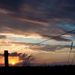 Avondlandschap met zonsondergang