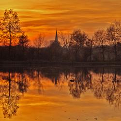 Diepenbeek zonsondergang  aan de vijver.jpg