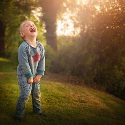 Piest in zijn broek van het lachen...!