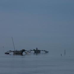 Vissersboten in de ochtendschemer