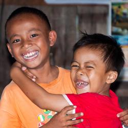 Vrolijke broertjes op Sulawesi