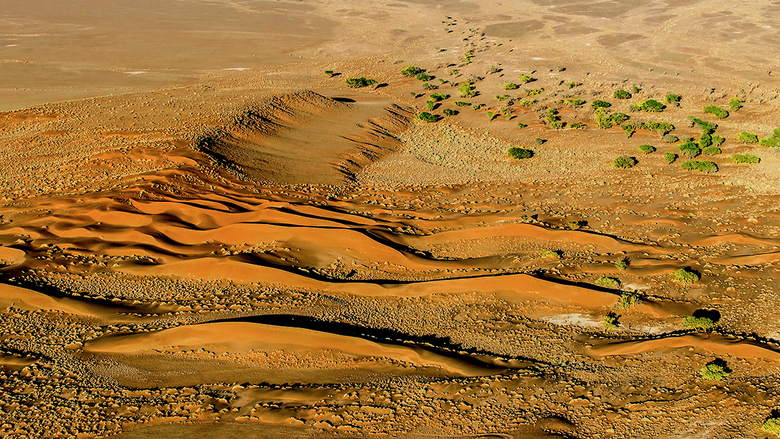 Sosusvallei Namibie. - Ook deze foto genomen vanuit de luchtballon in Namibie boven de Sossusvallei...het geweldige licht vroeg in de ochtend was onve