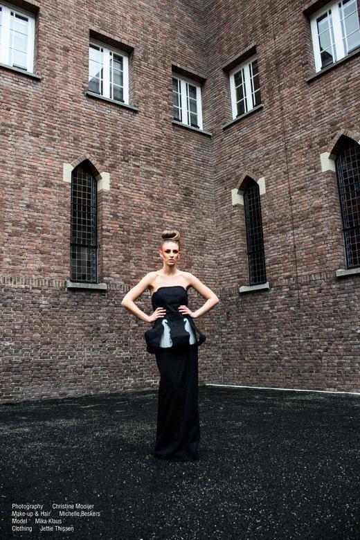 Higher Power - Model: Mika Klaus<br /> MUAH: Michelle Beskers<br /> Kleding: Jettie Thissen