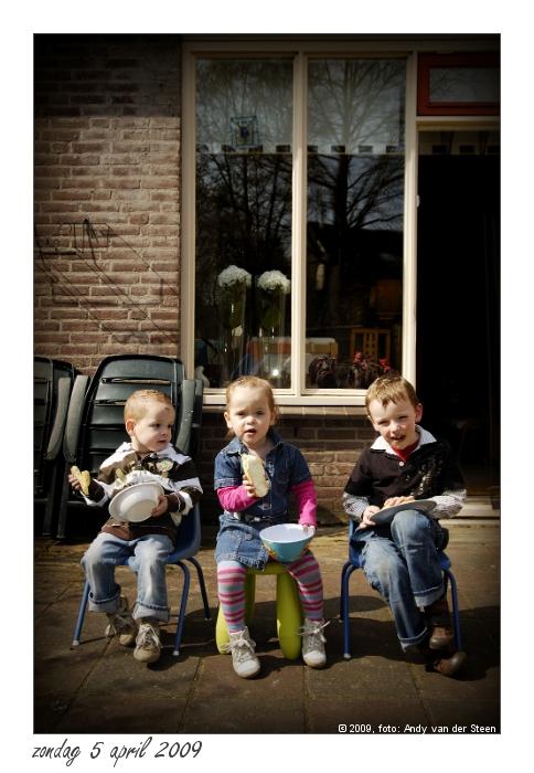 Drie kleine kleuters... - ...op een rij
