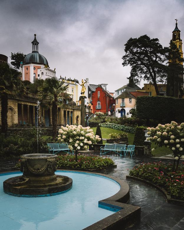 Portmeirion - Het dorp van Portmeirion in Wales op een regenachtige dag