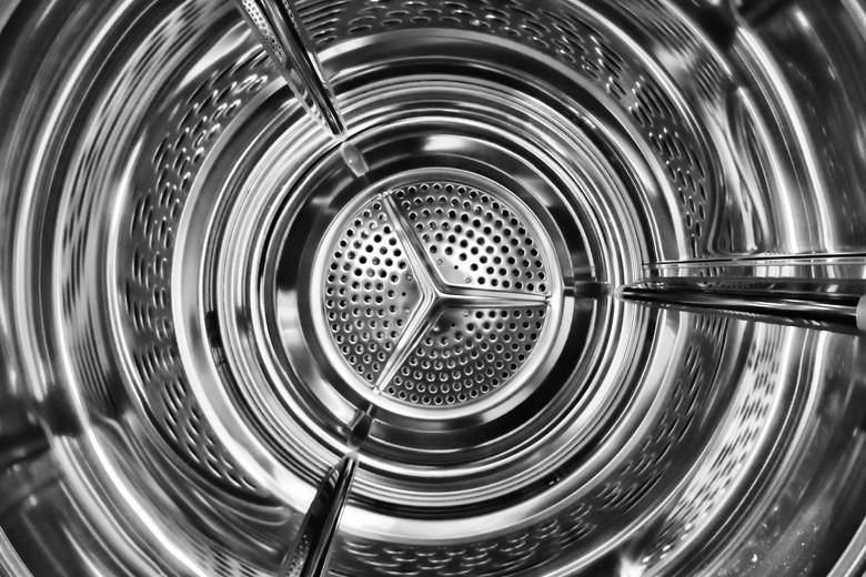 Inside the machine 1. - Inside the machine 1.<br /> Monochroom, zwart-wit waschmachine.