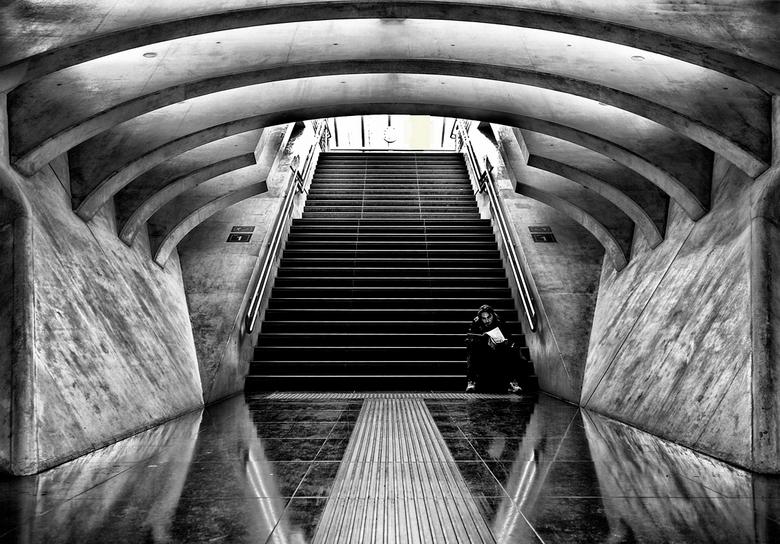 LUIK-GUILLEMINS..18 - de trappen naar de stations zijn ook de moeite van het fotograferen waard.<br /> allemaal bedankt voor jullie reacties..
