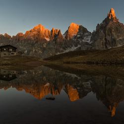 Laatste zonlicht op de bergen